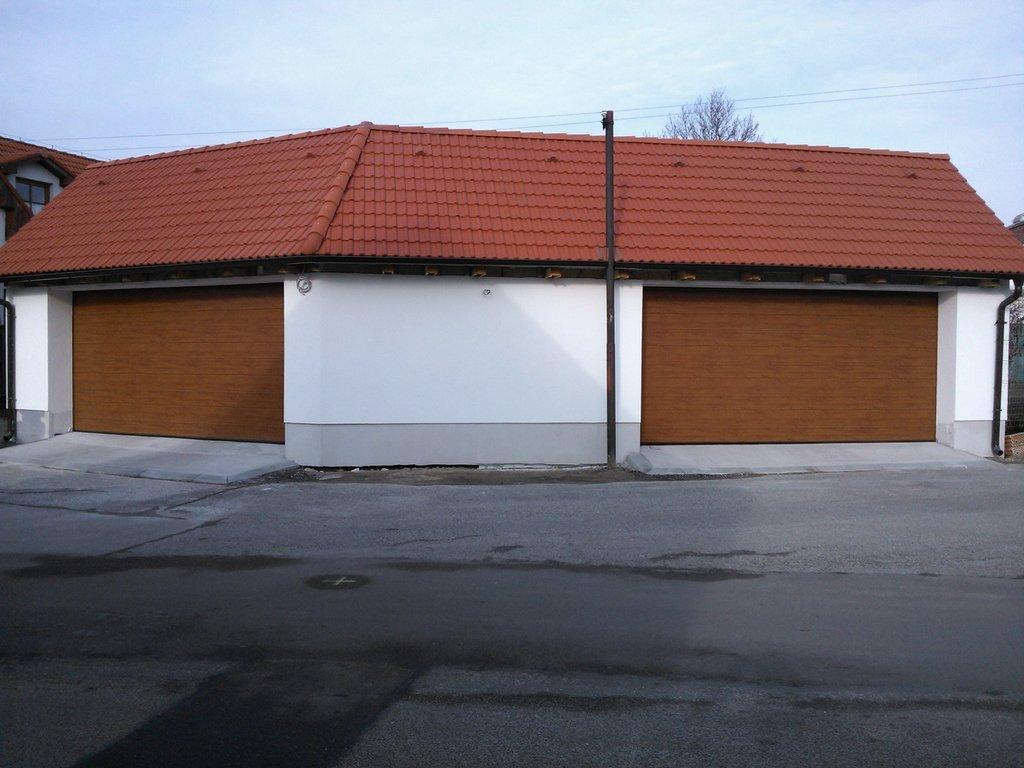 Sekcionálna brána