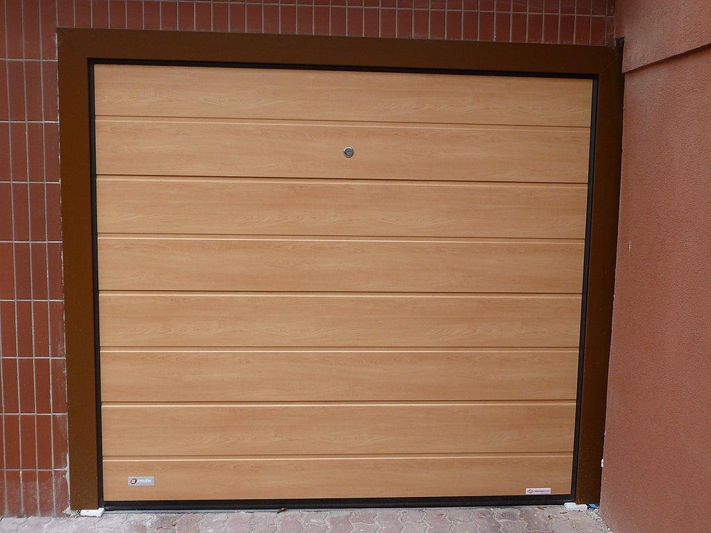 Sekcionálna garážová brána s renovačným systémom