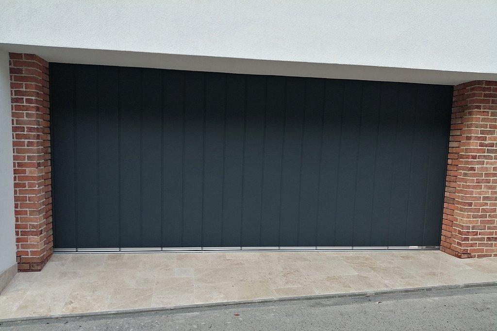 Sekcionálna brána, posuvná do boku