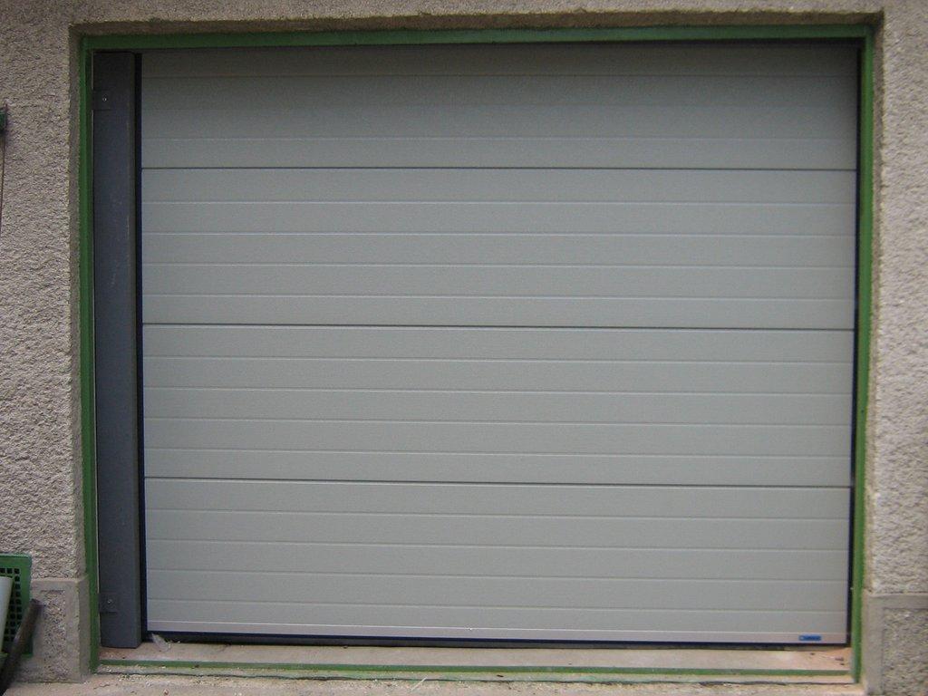 Sekcionálna garážová brána