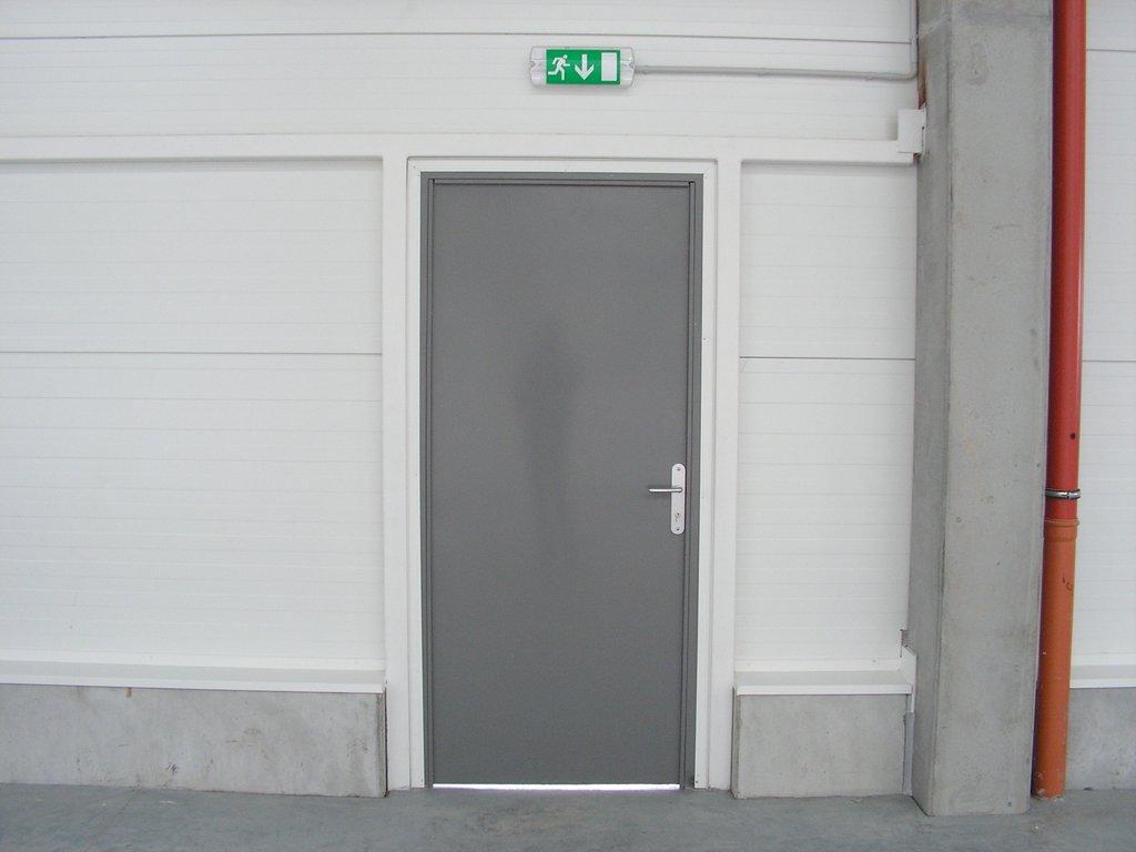 Vedľajšie oceľové dvere