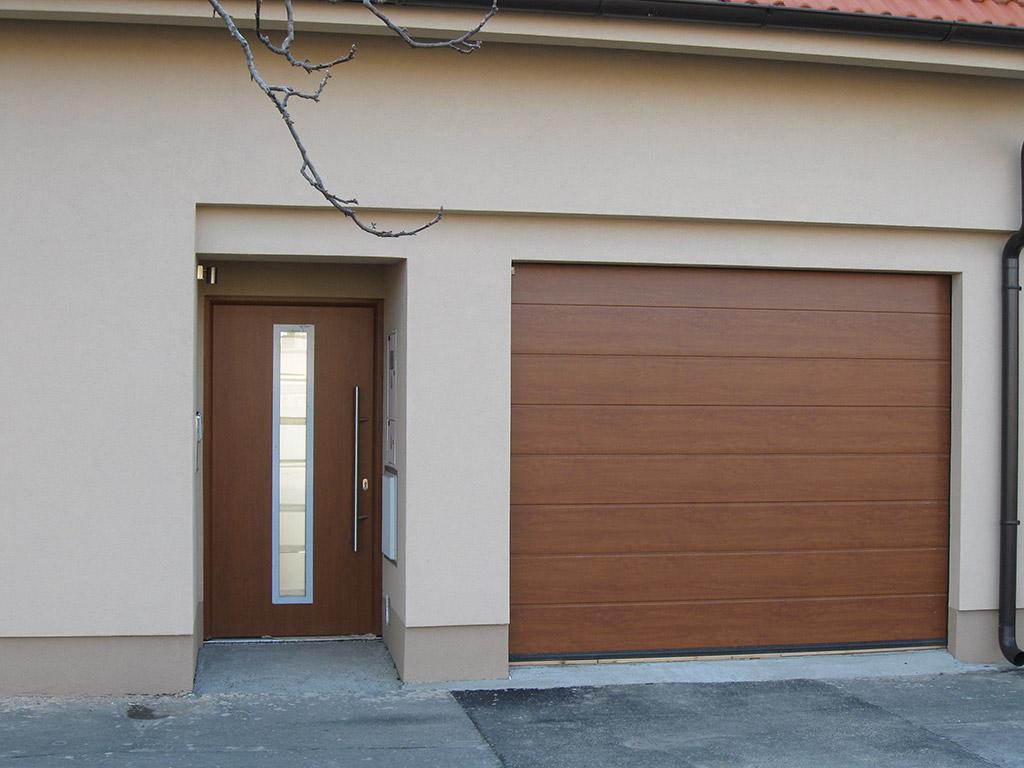 Domové dvere a garážová brána