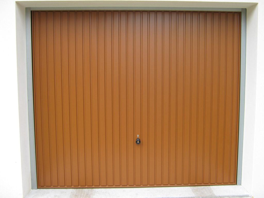 Výklopná garážová brána